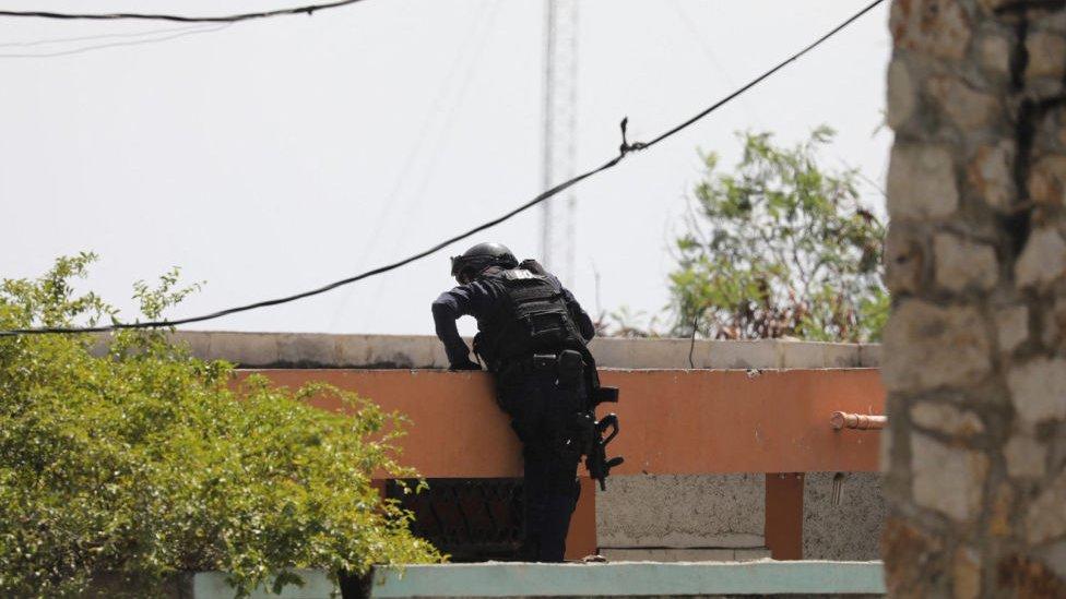 Policía en Puerto Príncipe.
