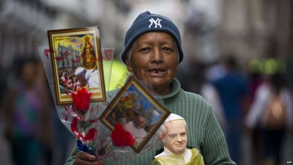 A woman sells images and figures of Pope Francis in Quito, Ecuador (06 July 2015)