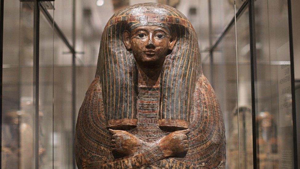 تابوت لسيدة من مصر القديمة