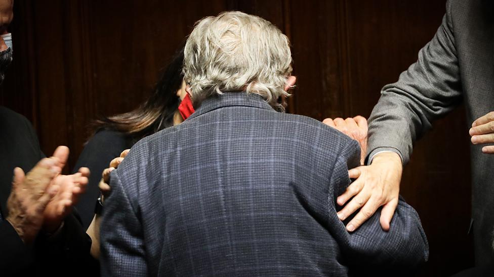 """José """"Pepe"""" Mujica de espaldas, deja el Senado tras su renuncia"""