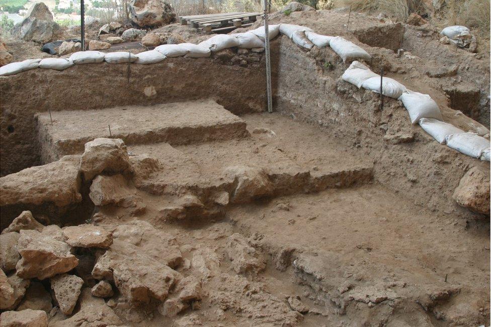 Misliya cave excavation