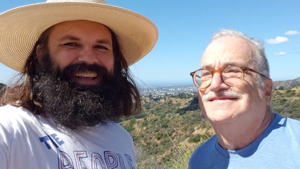 Chuck McCarthy junto a Bob Nankin, uno de sus clientes más antiguos.