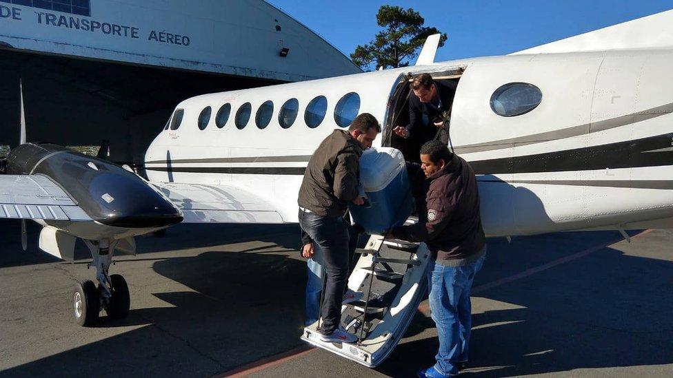 Órgão para transplante é embarcado em avião no Paraná