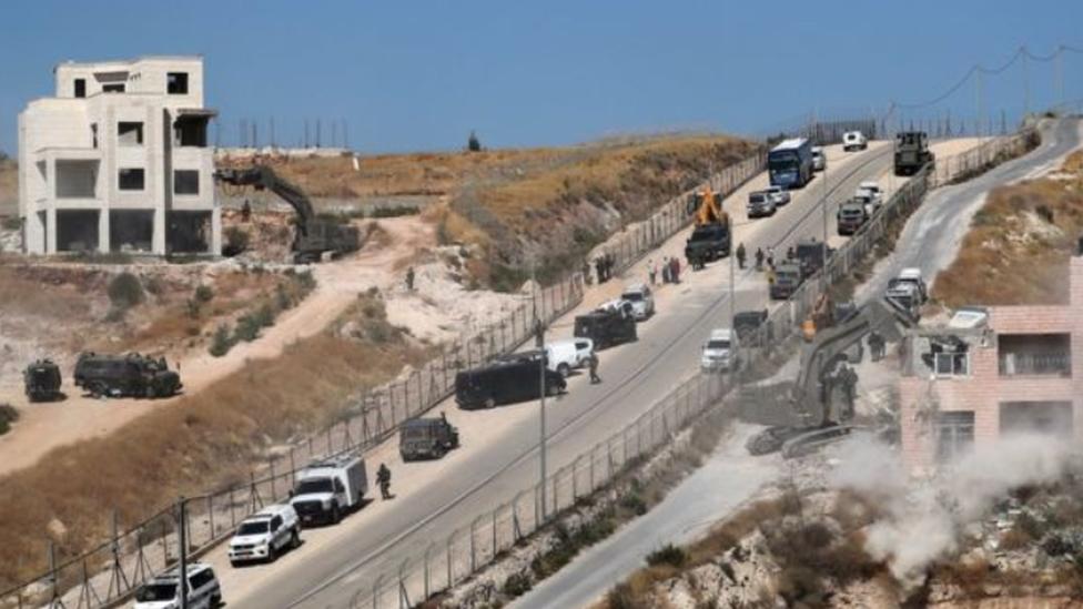 الجرافات الإسرائيلية تواصل الهدم في ضواحي القدس الشرقية