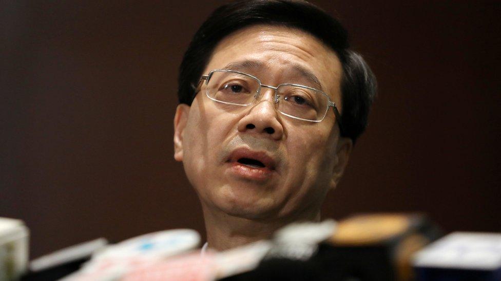 香港保安局局長李家超在立法會大樓內會見記者(23/10/2019)