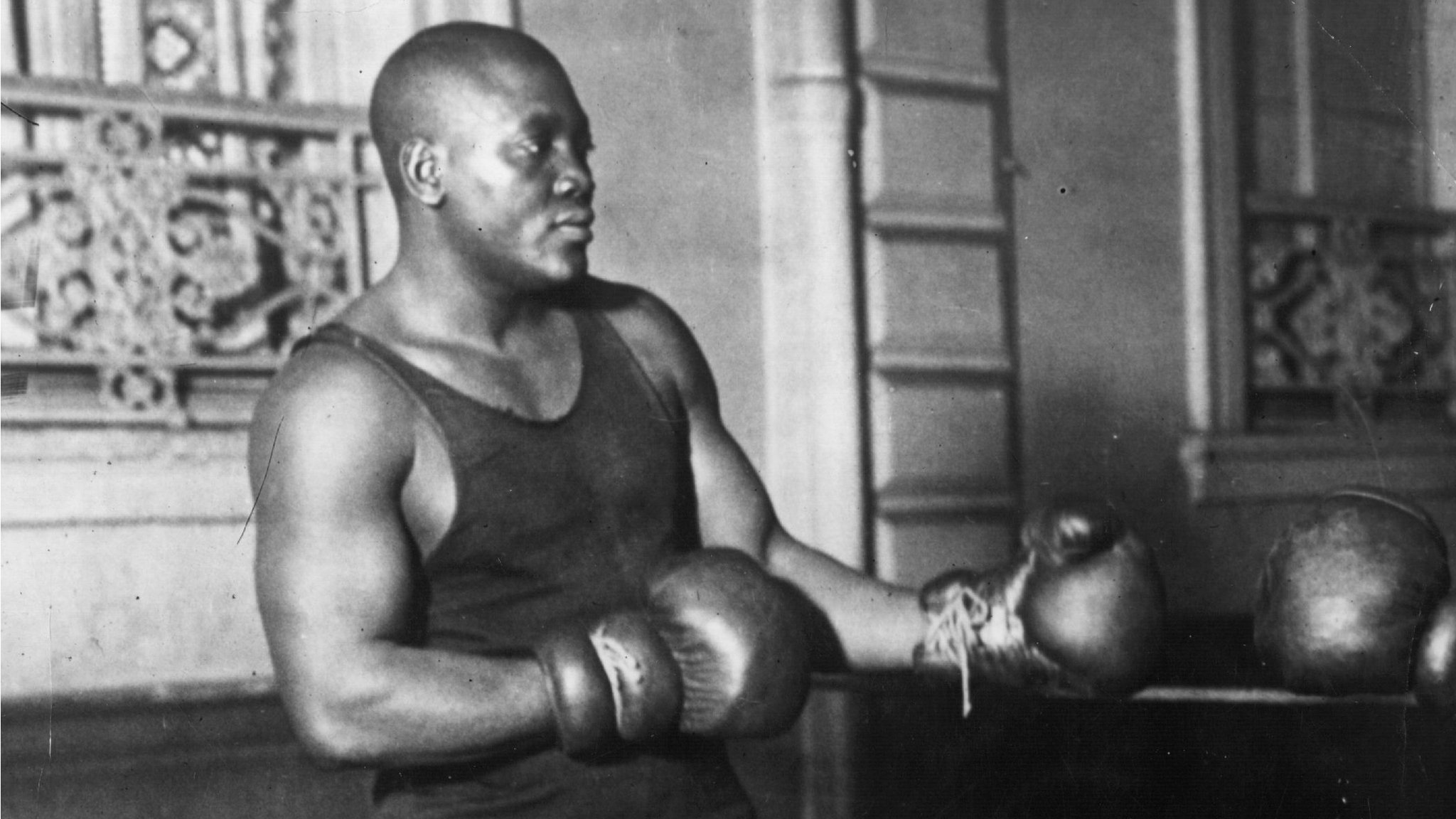 Jack Johnson: Trump pardons black heavyweight champion
