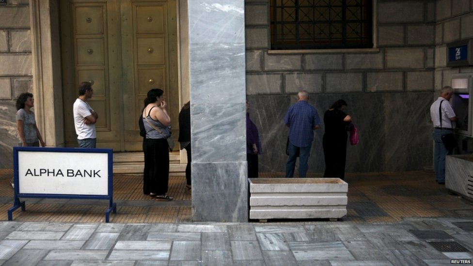 Greeks queue for cash in Athens