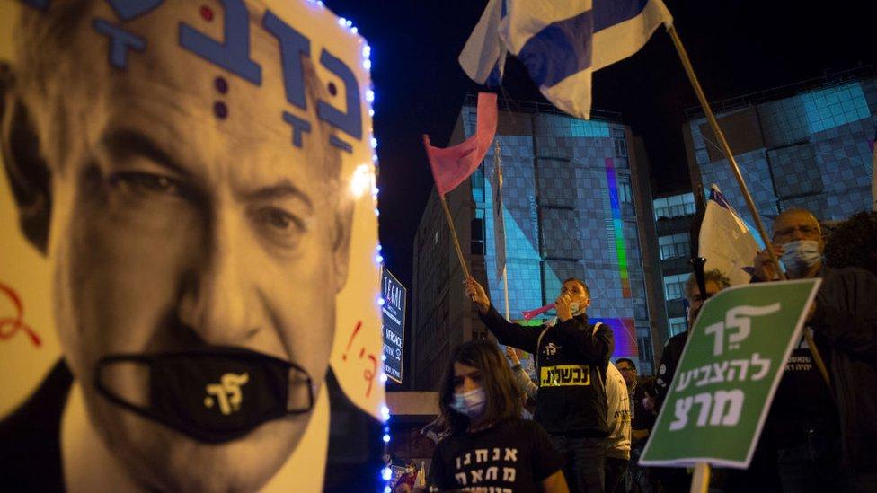 إسرائيليون يتظاهرون ضد بنيامين نتنياهو في 20 مارس/آذار 2021 في القدس