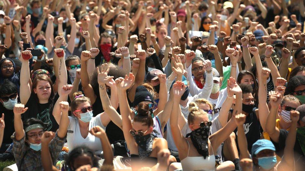 Demonstracije se dešavaju Mineapolisu i širom sveta