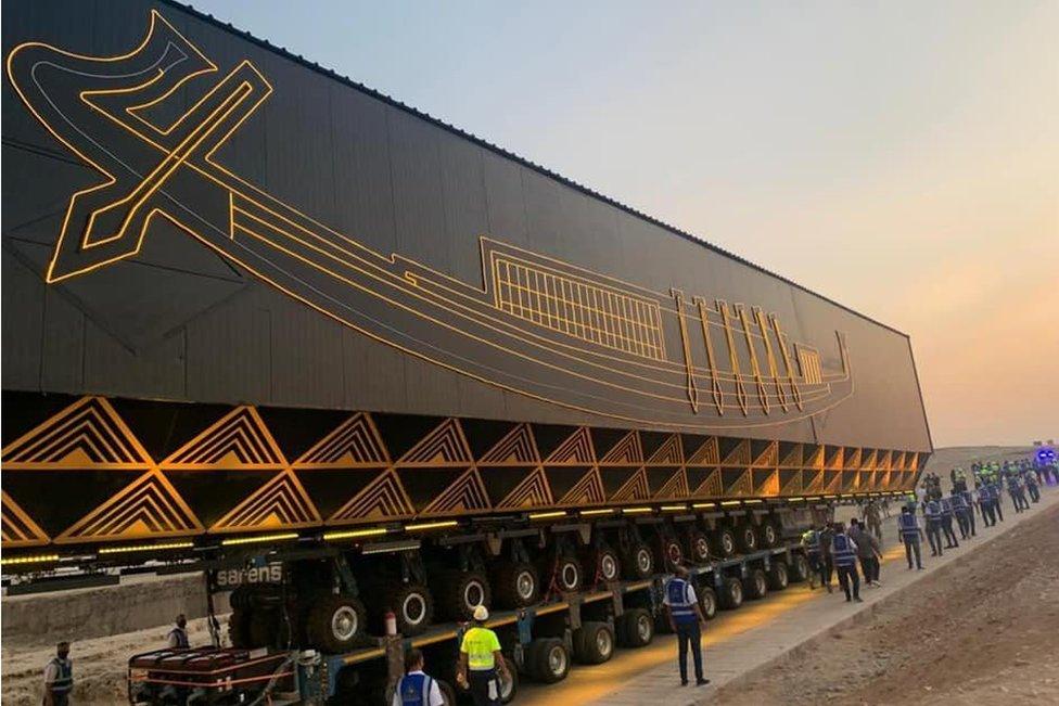 Kapal Agung Raja Khufu dipindahkan ke Museum Besar Mesir.