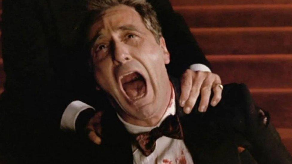 Sve u filmu vodi ka završnoj, tragičnoj sekvenci u operi u kojoj Majkla progoni plaćeni ubica