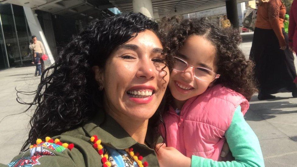 多婭與她的女兒。