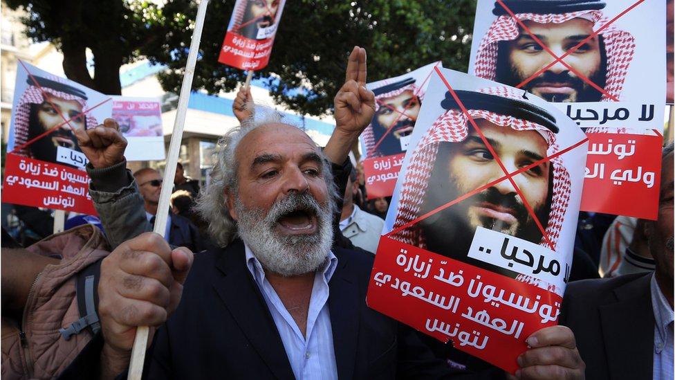 محتجون ساروا وسط العاصمة معبرين عن احتجاجهم على الزيارة