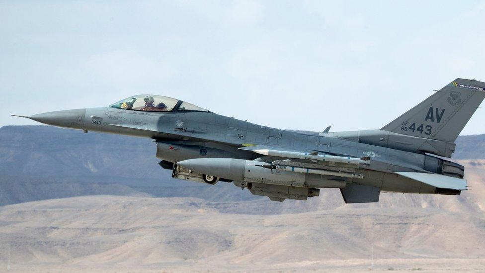 Израиль нанес авиаудары по пригороду Дамаска