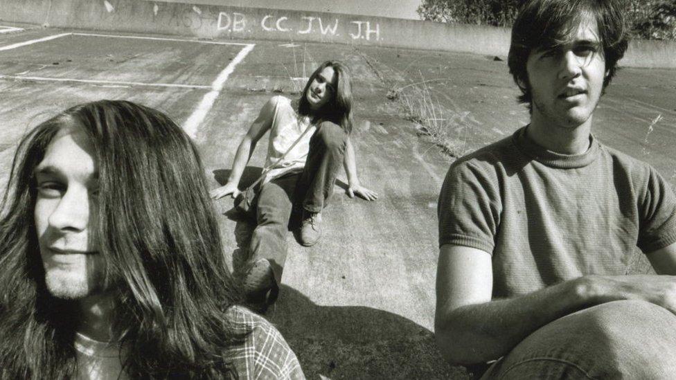 Kurt Cobain, Chad Channing y Krist Novoselic de la banda Nirvana, en 1989.