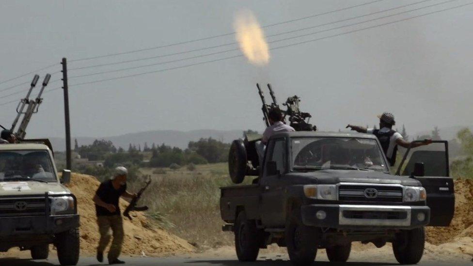 ليبيا ممزقة بين فصائل سياسية وعسكرية متناحرة