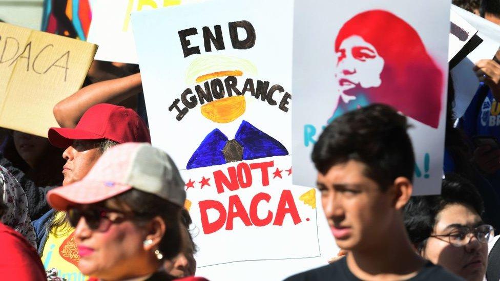 """Protesta de """"Dreamers"""" afuera de la Corte Suprema en noviembre."""