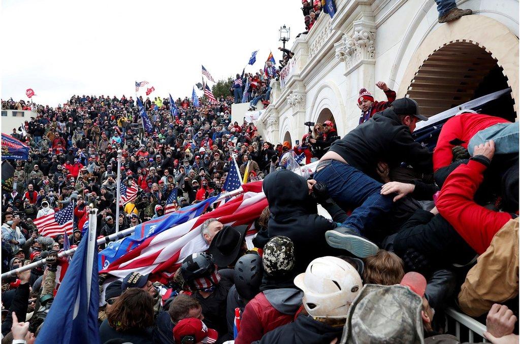 支持特朗普的抗議者試圖衝擊美國國會大樓