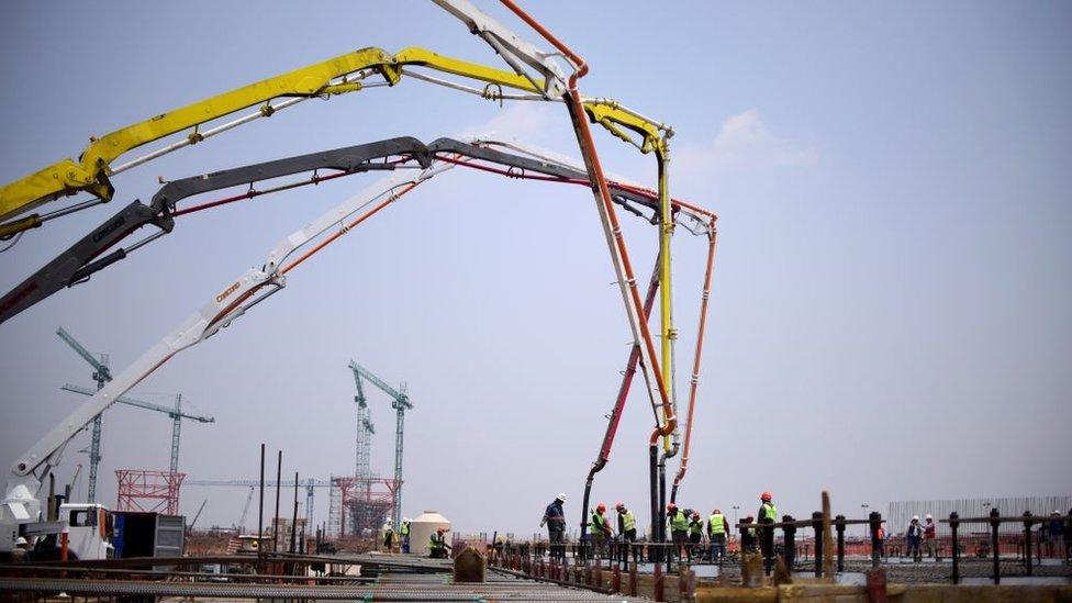 Obras y materiales de construcción del Nuevo Aeropuerto Internacional de México en Texcoco, Ciudad de México.