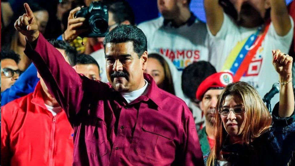 Maduro junto a su esposa, Cilia Flores.