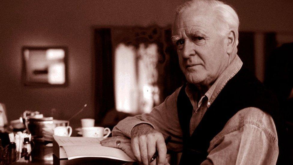 John le Carré: Cold War novelist dies aged 89 - BBC News