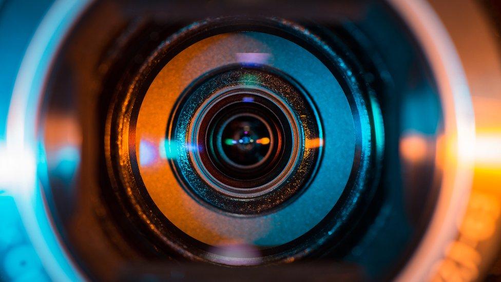La lente de una videocámara