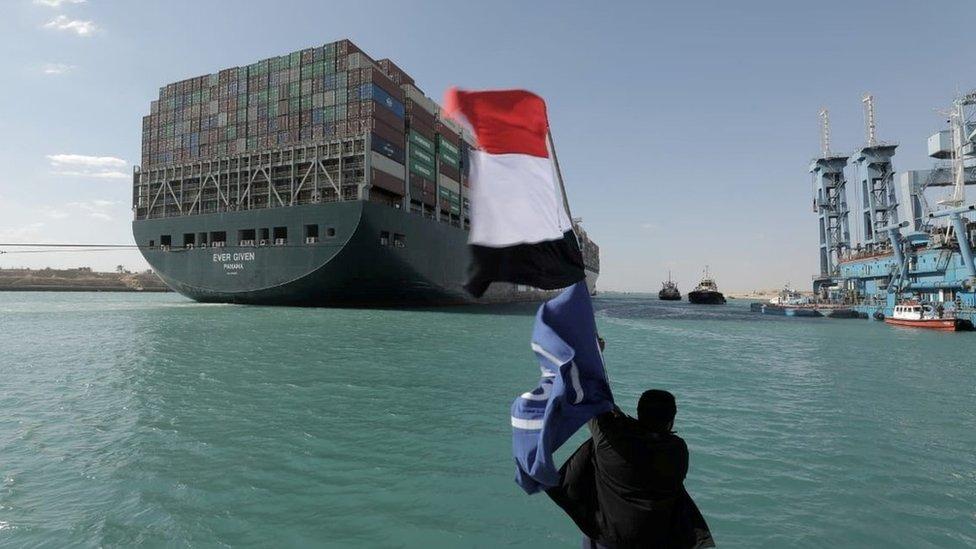 سفن محملة بالحاويات مرت يوم الثلاثاء بالإسماعيلية التي تقع على الضفة الغربية من القناة