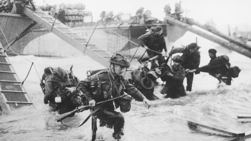 Troops from the 48th Royal Marines at Saint-Aubin-sur-mer on Juno Beach, Normandy, France, during the D-Day landings, 6th June 1944.