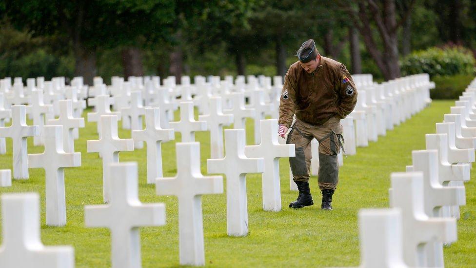 Cementerio con caídos en el Día D