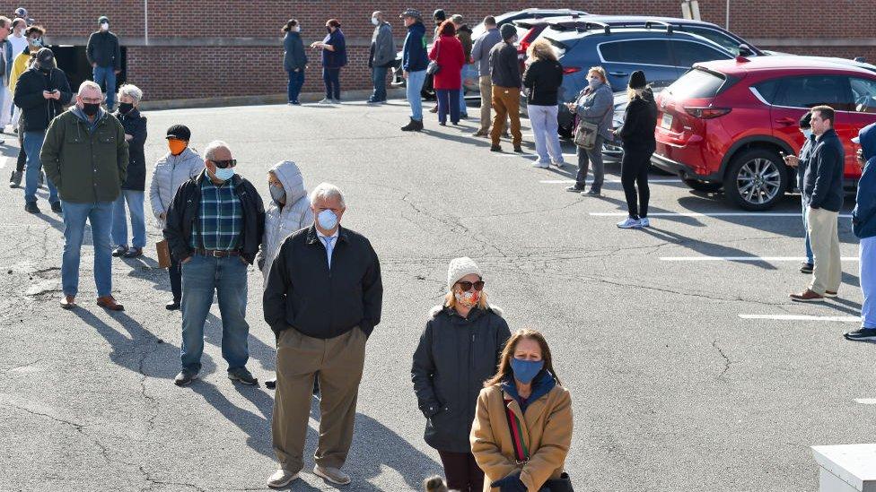 Cola de votantes en Pensilvania.