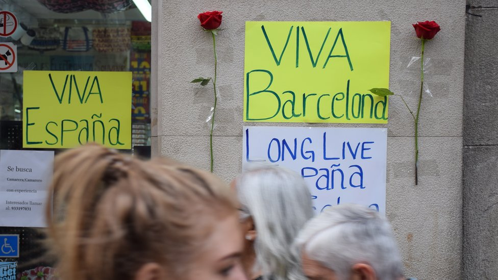 """Signs in Spanish reading """"Long live Spain"""" and """"Long live Barcelona"""" on the Ramblas, Barcelona, 20 August"""