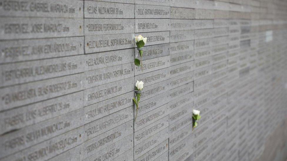 Monumento a la memoria de los desaparecidos en Argentina a orillas del Río de la Plata en Buenos Aires.