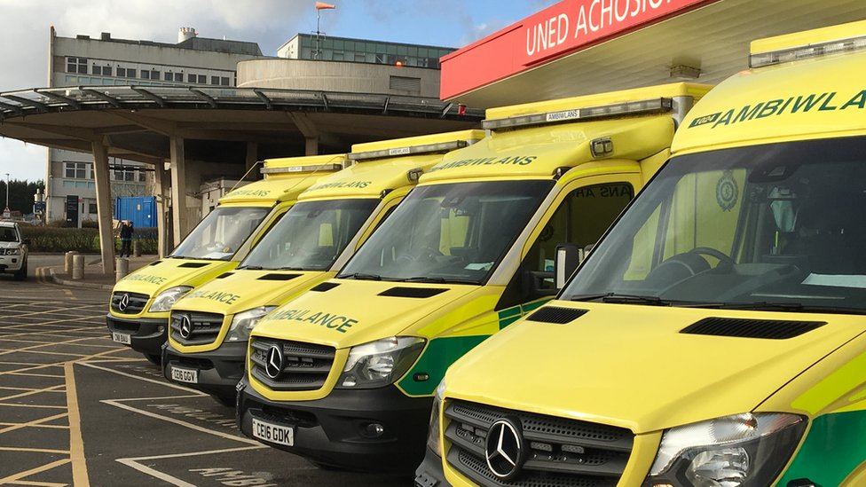 A&E safety risks in Wales 'unacceptable'