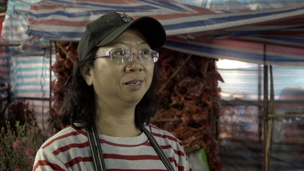蘇小姐說,今年香港的年宵市場沒有乾貨攤位,人流比往年減少最少一半。