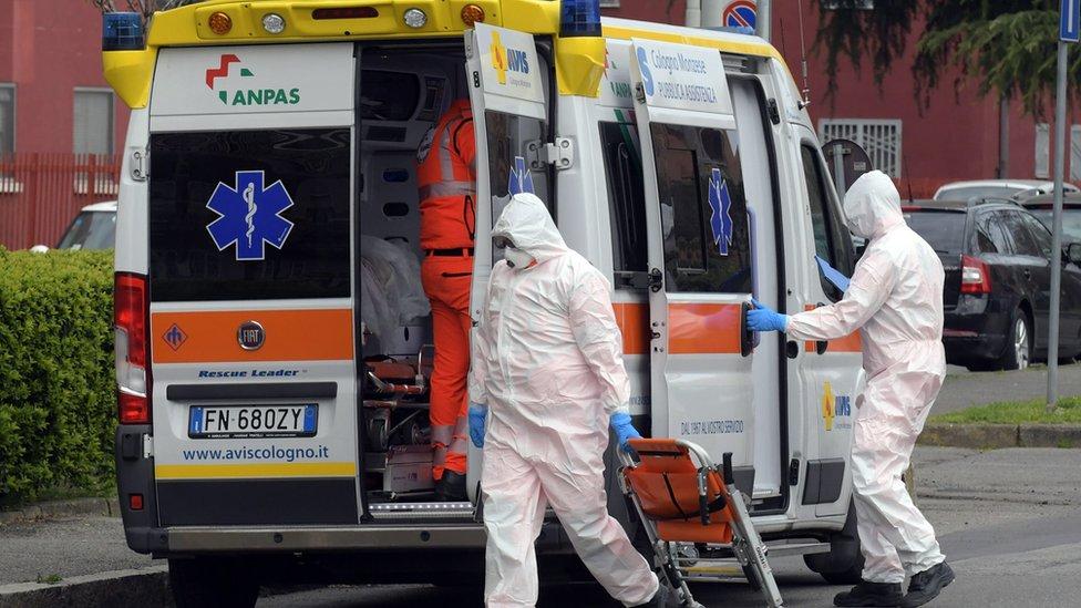 意大利救護車和醫護人員