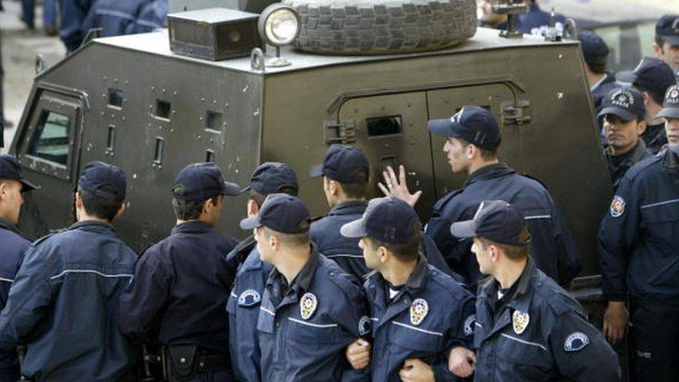 Çakıcı, mahkemeye onlarca polis eşliğinde götürülüyordu.