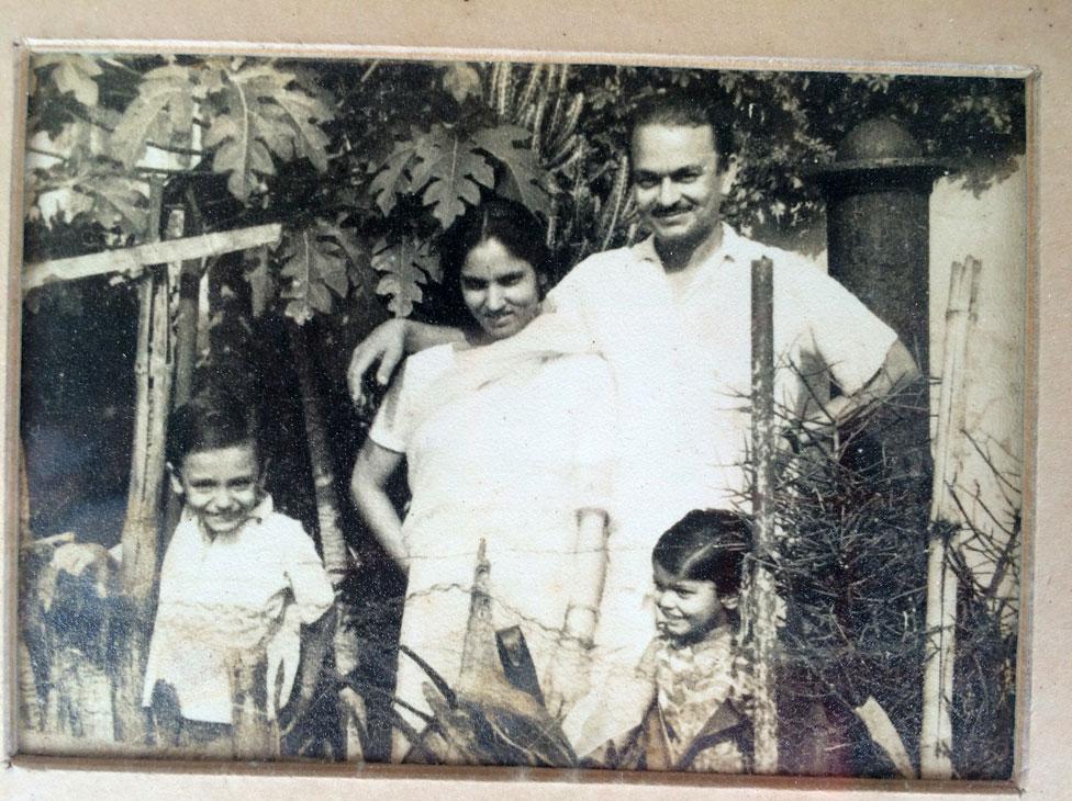 Geeta's mother Bimala Devi Pandey, her father Ram Niwas Pande, and elder siblings