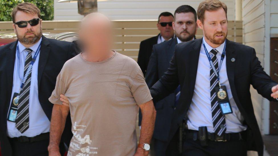 Policía arresta a Christopher Dawson