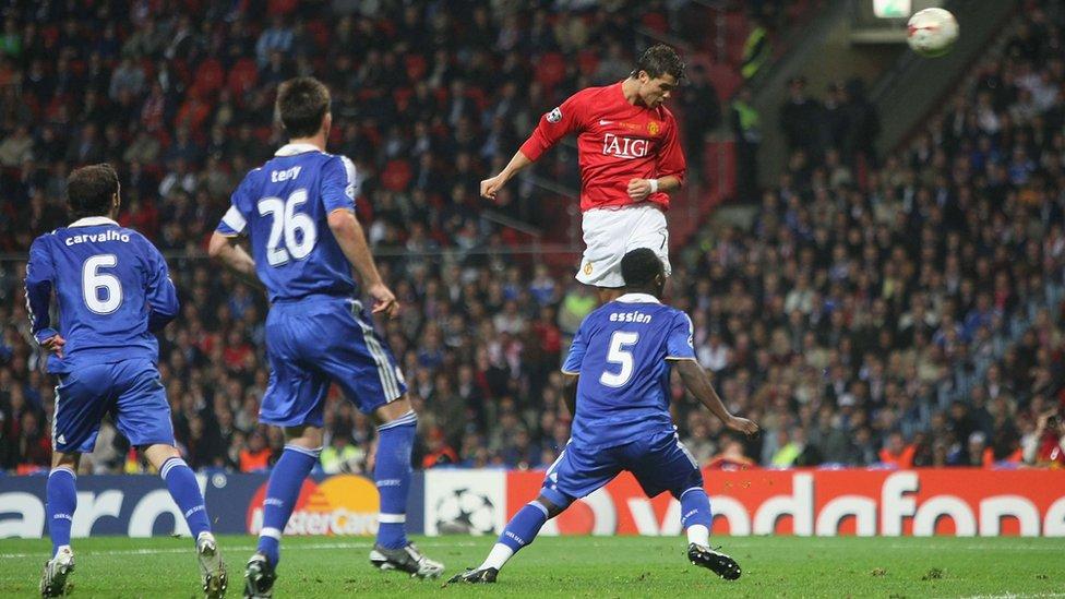 El espectacular cabezazo de Ronaldo para adelantar al Manchester United en la final de la Champions League de 2008 contra el Chelsea.