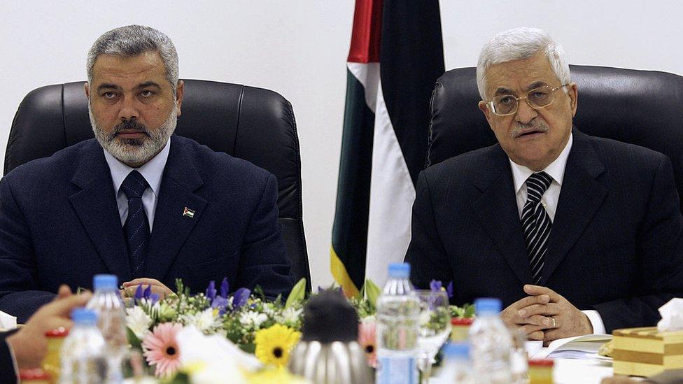 2007年,加沙,巴勒斯坦總理哈尼亞與總統阿巴斯一起第一次主持巴勒斯坦聯合政府第一次會議。