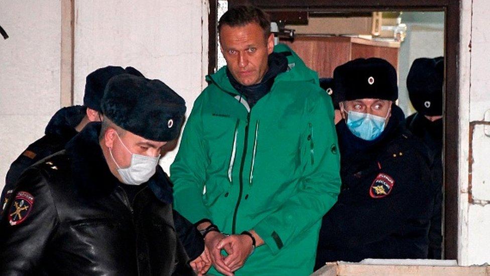 Дайджест: Алексея Навального перевели в изолятор Матросской тишины, Мелания Трамп простилась с американцами