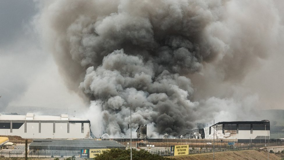 Zapaljena zgrada - Umhlanga, severno od Durbana