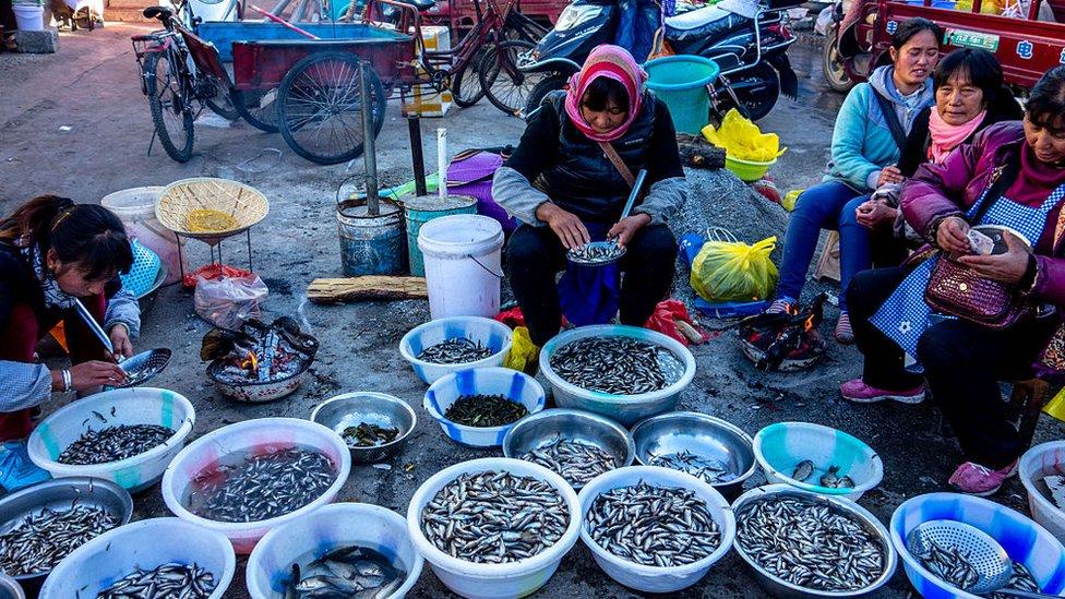 Mujeres en un mercado en el norte de China.
