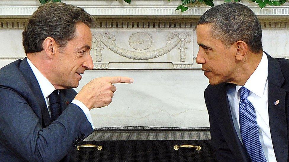 أوباما وساركوزي في اجتماع في المكتب البيضاوي في البيت الأبيض عام 2011