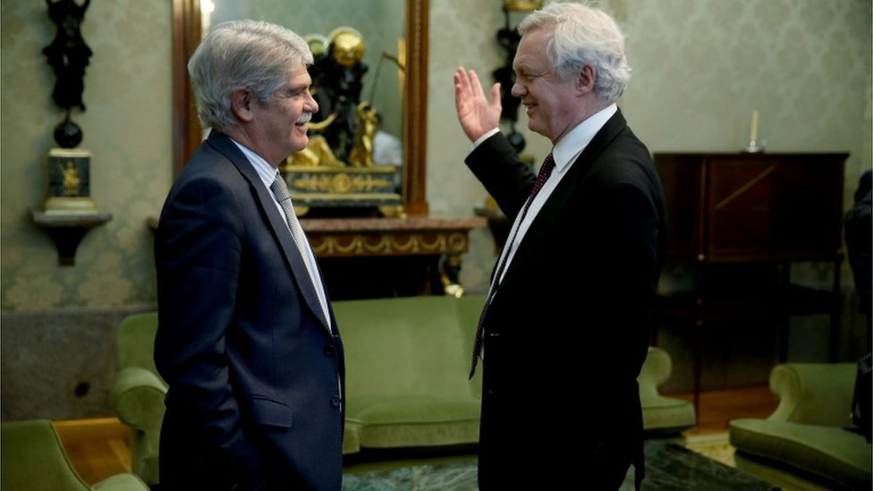 Spanish Foreign Minister Alfonso Dastis with David Davis in Madrid