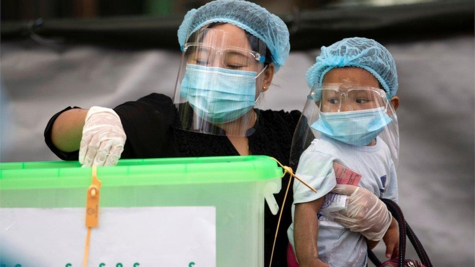 儘管面臨疫情,但緬甸政府堅持選舉按原計劃進行。