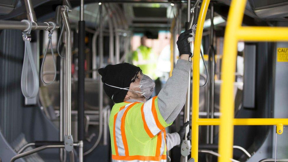美國城市西雅圖出現六起新冠肺炎死亡病例,該市加大力度對公共空間進行消毒。