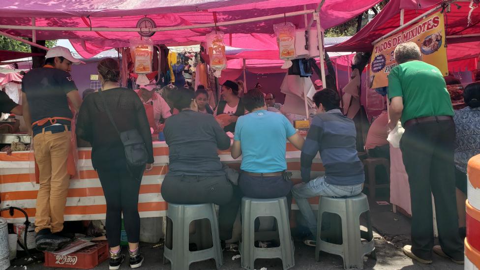 Gente comiendo en México.