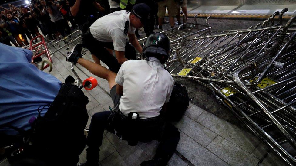 Bentrokan antara polisi dan pengunjuk rasa sempat terjadi usai demonstrasi Minggu (09/06) silam.