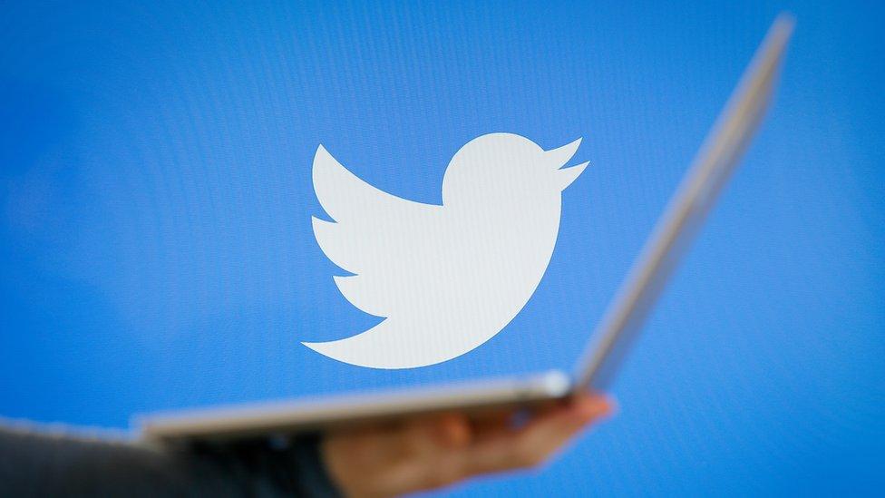 Tviter je odlučio da se strogo pridržava pravila, kažu francuski zvaničnici